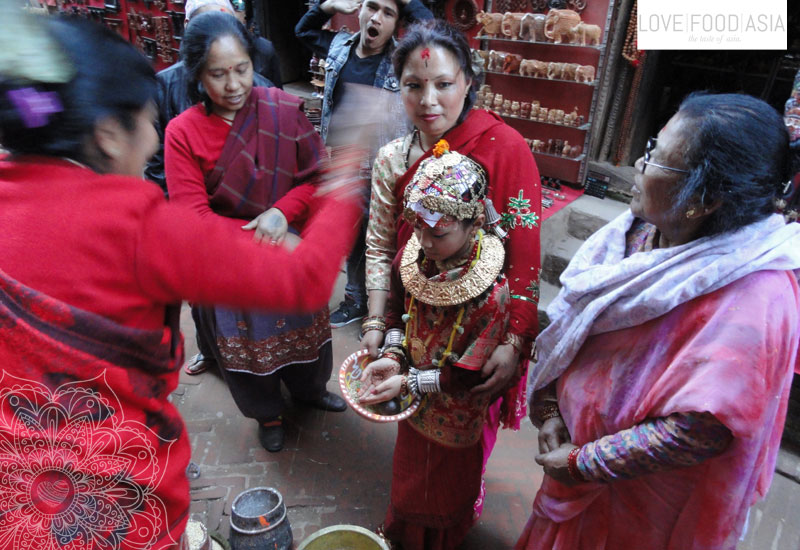Ein Kinder Buddha in Kathmandu