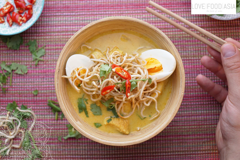 Burmese Chicken and Coconut Soup (Ohn no khao swè)
