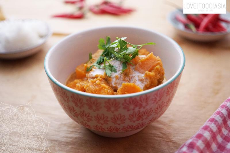 Rotes Thaicurry mit Süßkartoffeln und Schweinelende
