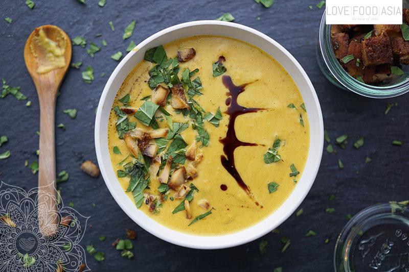 Cremige thailändische Süßkartoffel Karottensuppe